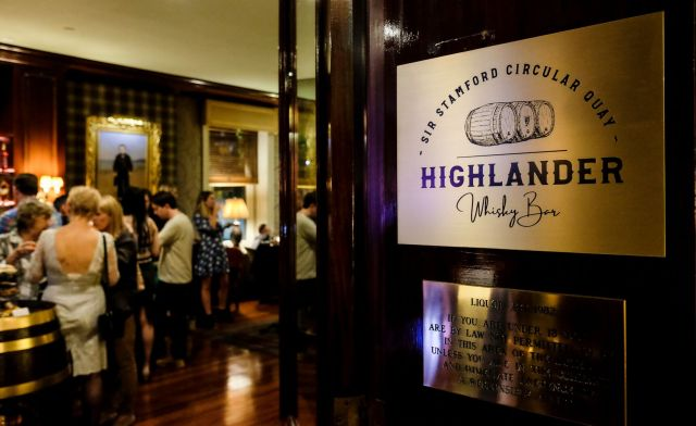 Highlander Whisky Bar Sir Stamford